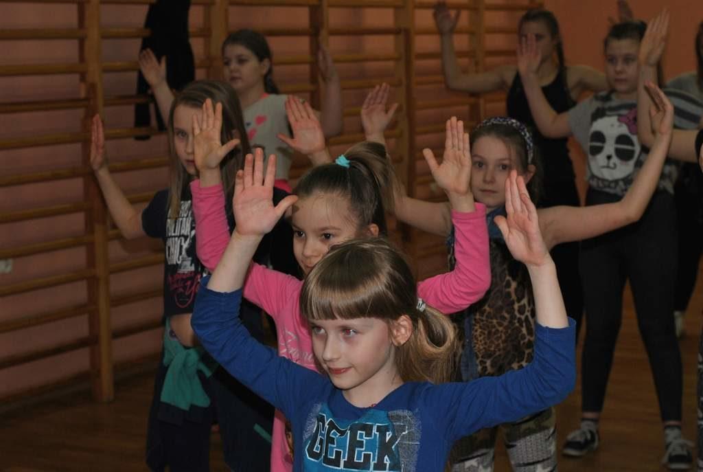 Zajecia-taneczne-7-12-PCKiS-01