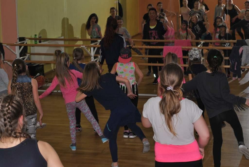 Zajecia-taneczne-7-12-PCKiS-06