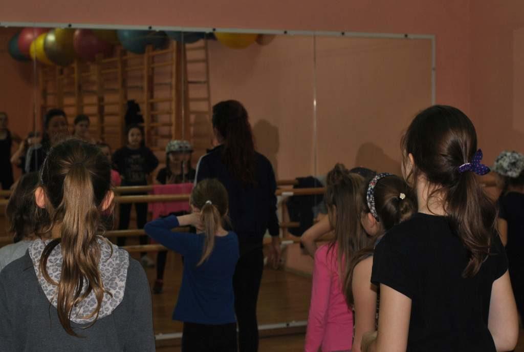Zajecia-taneczne-7-12-PCKiS-03